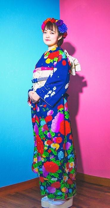 青い振袖と花とピンク イメージ